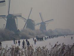 Ice-skating-holland-netherlands-kinderdijk-windmills-molentocht-skaters